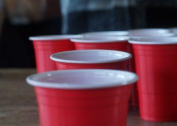Das Gefühl der Einsamkeit kann sich auch auf einer Party von Mitstudierenden verbreiten. Bild: Unsplash