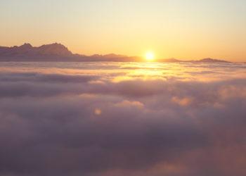 Meditation - die Gedanken wie Wolken vorüberziehen lassen. Bild: Nicolaus Niebylski
