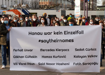 Etwa 200 Personen nahmen an der Kundgebung am Bismarckplatz teil. Foto: Nicolaus Niebylski