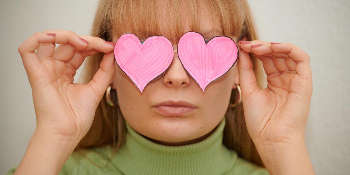 Unsere alte Freundin — die rosarote Brille. Foto: Nicolaus Niebylski