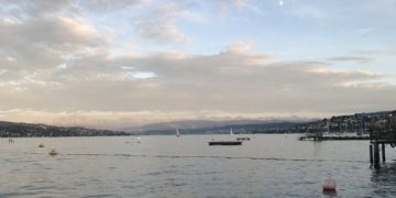 Ausgangspunkt der Handlung ist der Zürichsee. Foto: Vivien Mirzai.
