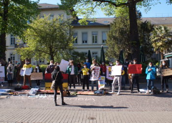 Die Demo begann in der Haupstraße am Anatomiegarten und bewegte sich später aus Platzgründen zum Friedrich-Ebert-Platz. Foto:lhm