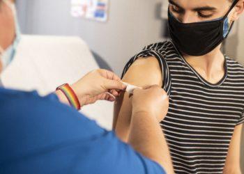 AstraZeneca oder BioNTech? Auf jede Impfung folgt ein Pflaster. Bild: @cdc / Unsplash